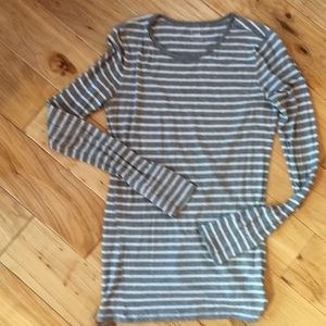 Gap long sleeved round neck T